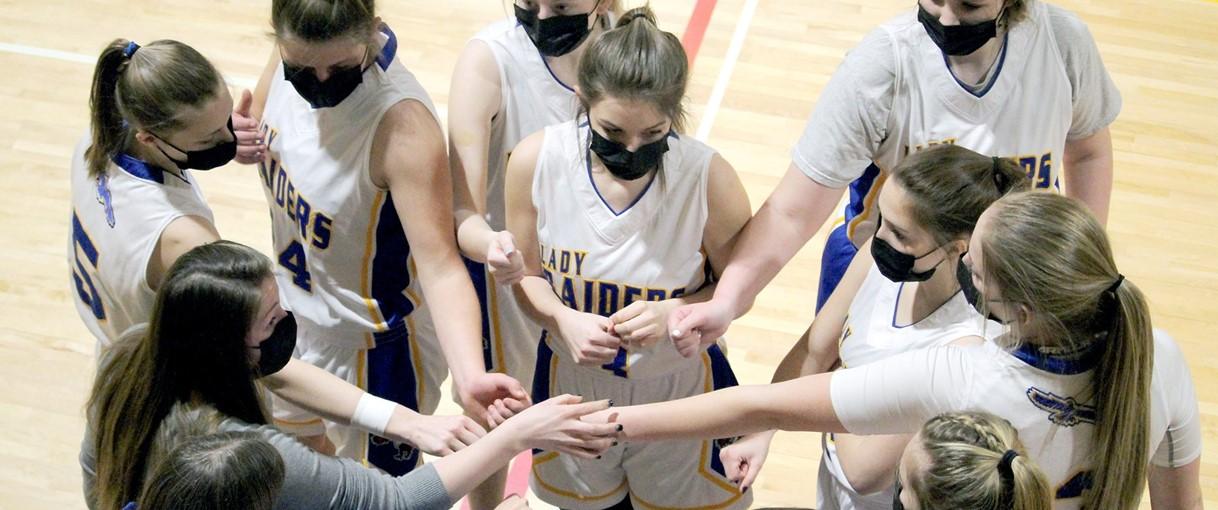 Girls basketball group pic (2/2021)