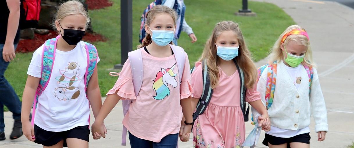 Four girls walking holding hands (9/2021)